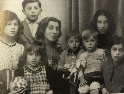 Alma -Notschga- Höllenreiner, muerta en Auschwitz, con sus hijos, esterilizados en Rabensbrück